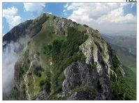 Ninno, cresta e cima principale dell'Accellica visti dal Varco del Paradiso.
