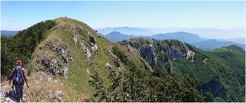 La dorsale dell'Accellica e le due cime (da ovest verso est)
